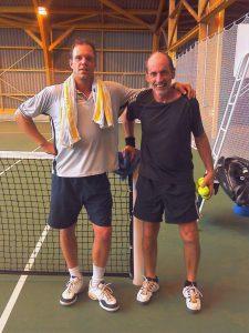 Auf dem tennisplatz trifft sich Alt & Jung